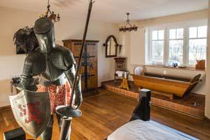 The Medieval Junior Suite with four-poster bed and wooden bathtub in the theme hotel Beverland near Münster.