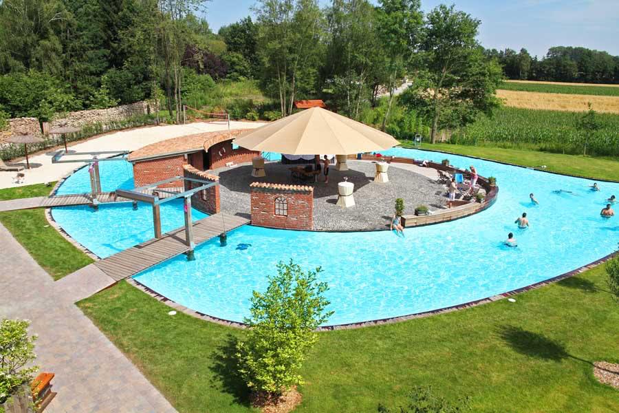 Insel im pool beverland resort for Dusseldorf hotel mit pool